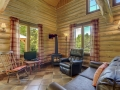 Salon avec foyer au propane