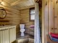 Salle de bain avec douche en céramique